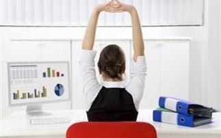 Η εναλλαγή στάσεων στο γραφείο προστατεύει από τους πόνους