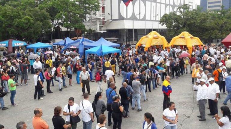 Miles de venezolanos salieron a las calles a exigir que se vaya Nicolás Maduro