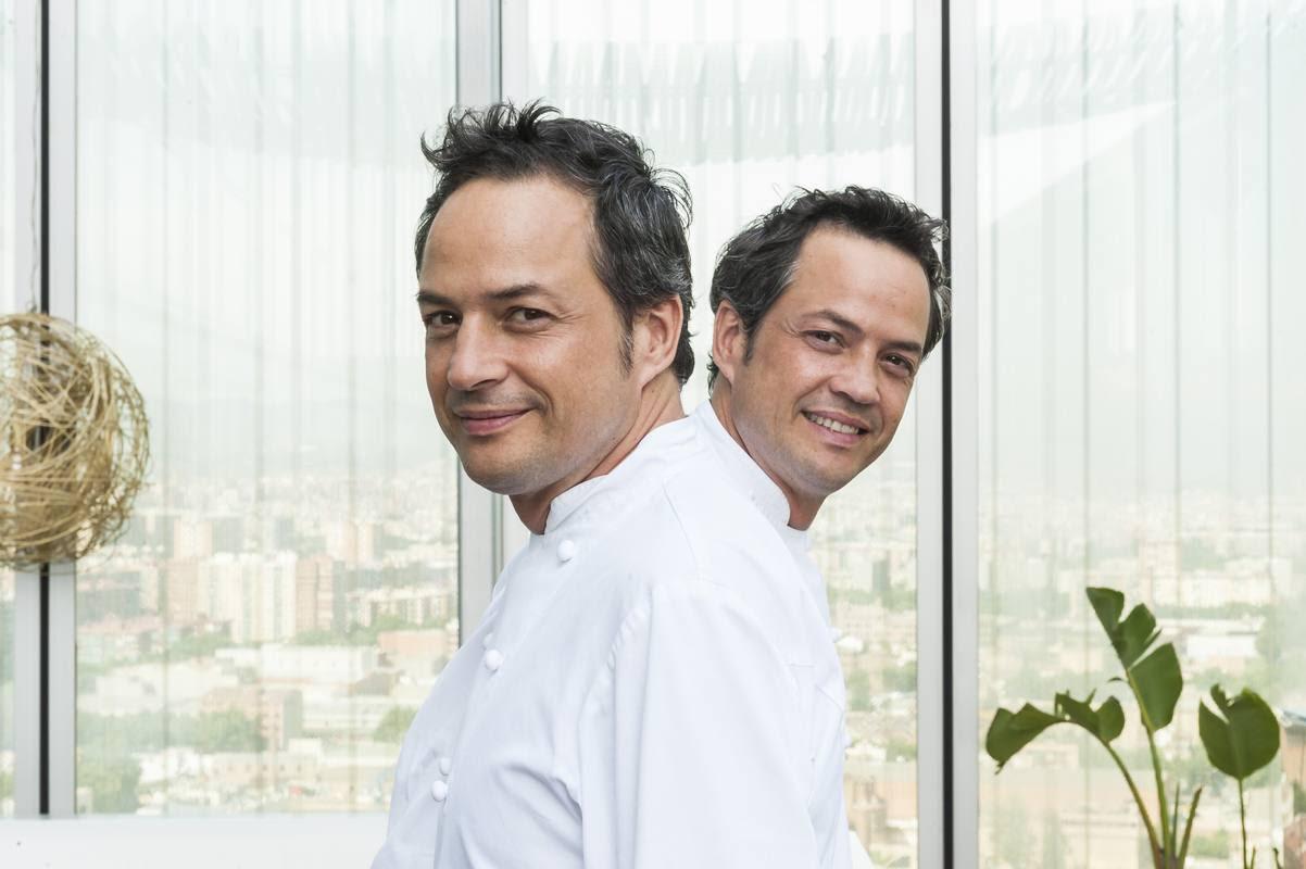 Javier y Sergio, los gemelos Torres, trabajando en la cocina