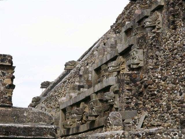 Pirámide de la Serpiente Emplumada en Teotihuacan (México).