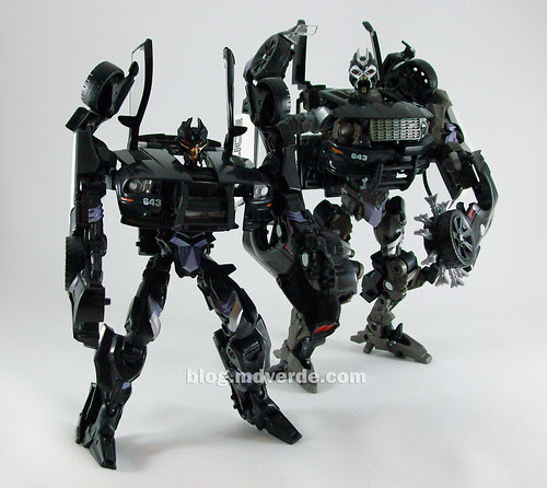 Transformers Barricade Human Alliance RotF vs Deluxe - modo robot