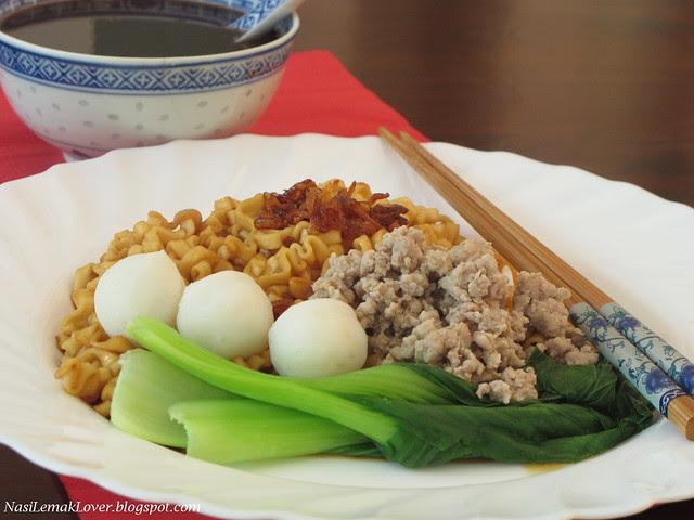 Kong Low noodles (dried sauce noodles)