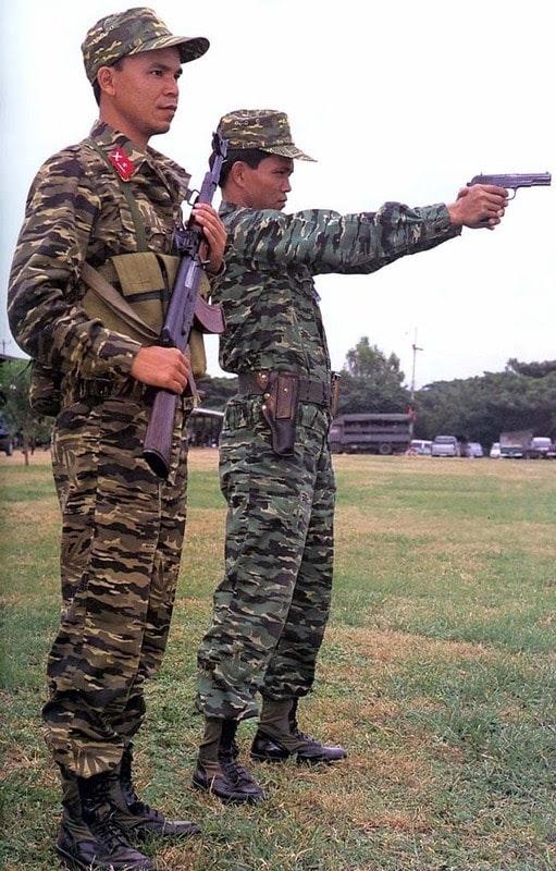 thanh niên mặc quân phục vnch
