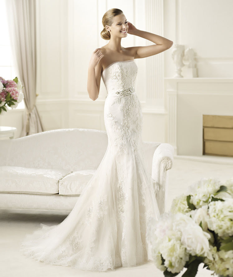 Exquisite Trumpet/Mermaid Strapless Beading Lace Sweep/Brush Train Tulle Wedding Dresses _1