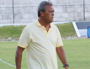 Lúcio Germano técnico do Atlético Potiguar (Foto: Augusto Gomes/GloboEsporte.com)