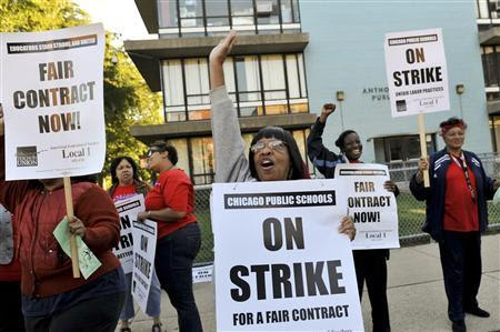 Chicago teachers walk the picket line outside Anthony Overton School in Chicago September 10, 2012. REUTERS-Jean Lachat