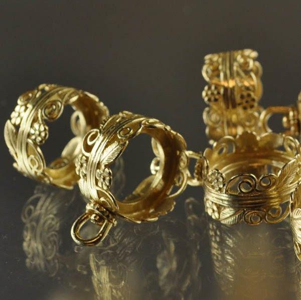 s33986 Finding -  Rotating Pendant Bezel w Shelf - Flowery Filigree - Bright Brass (1)