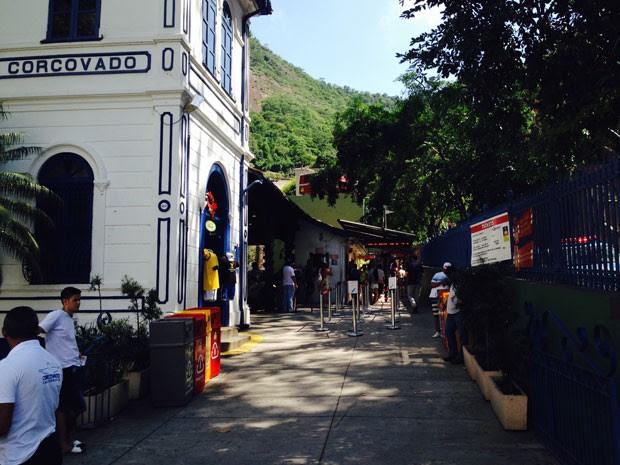 Ao contrário de dias anteriores, bilheteria esteve vazia na tarde deste sábado (3). (Foto: Daniel Silveira / G1)