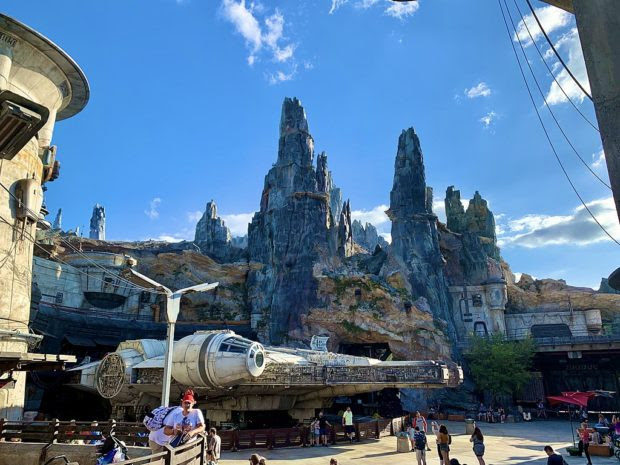 10 Affordable Hotels Close To Star Wars: Galaxy's Edge That Won't Leave Your Wallet In A Galaxy Far, Far Away!