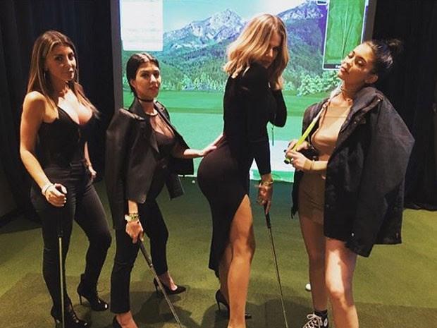 Kourtney Kardashian, Khloe Kardashian e Kylie Jenner com amiga (Foto: Instagram/ Reprodução)