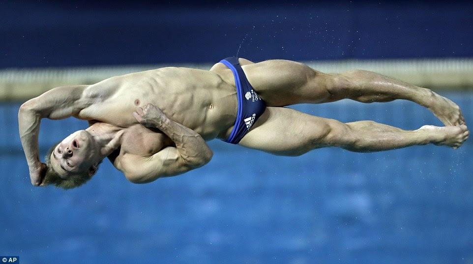 Jack Laugher, que já ganhou o ouro no trampolim 3m sincronizado, mergulha a sua maneira de prata na prova individual