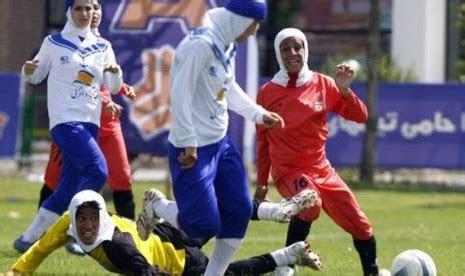 izin berhijab semangati pesepak bola wanita pakistan
