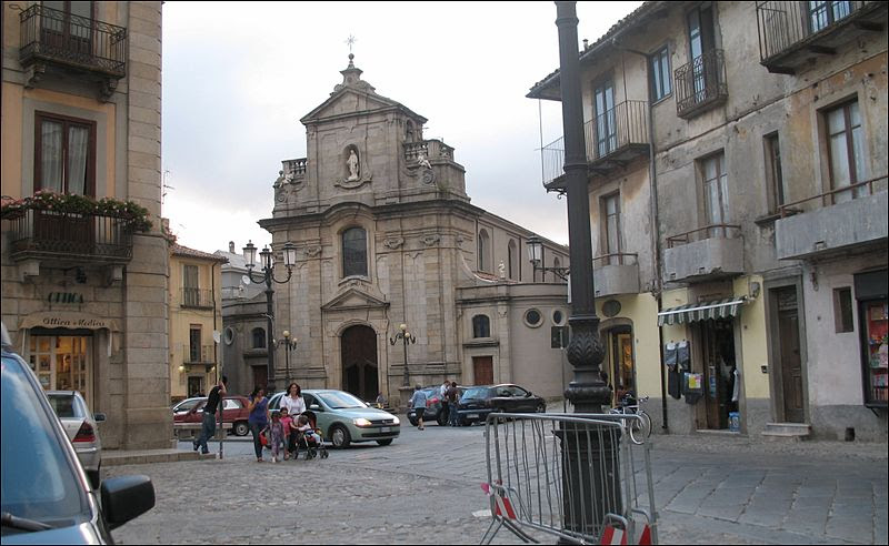 Archivo: Serra Chiesa Madre san biagio.jpg