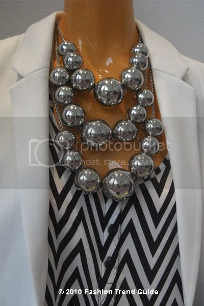 graphic top and bold necklace
