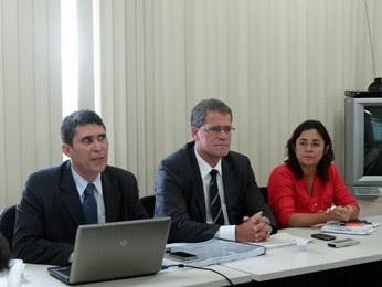 Secretários Antônio Alexandre e Nilton Mota e a presidente da CTTU, Taciana Ferreira. (Foto: Katherine Coutinho/G1)