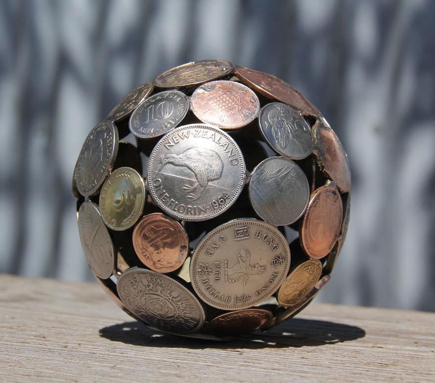 esculturas-metal-reciclado-llaves-monedas-michael-moerkey (12)