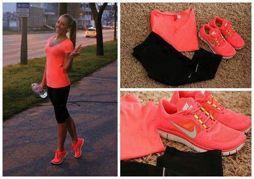 Love this coral(ish)pink and the black yoga pants with the nike tennis shoes.