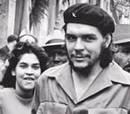 De reojo a la cámara. A la derecha, un Che cómplice detecta una de las cámaras que lo enfocan en las calles de La Habana. Detrás de esa, estaba la del autor de esta toma, el célebre Korda.