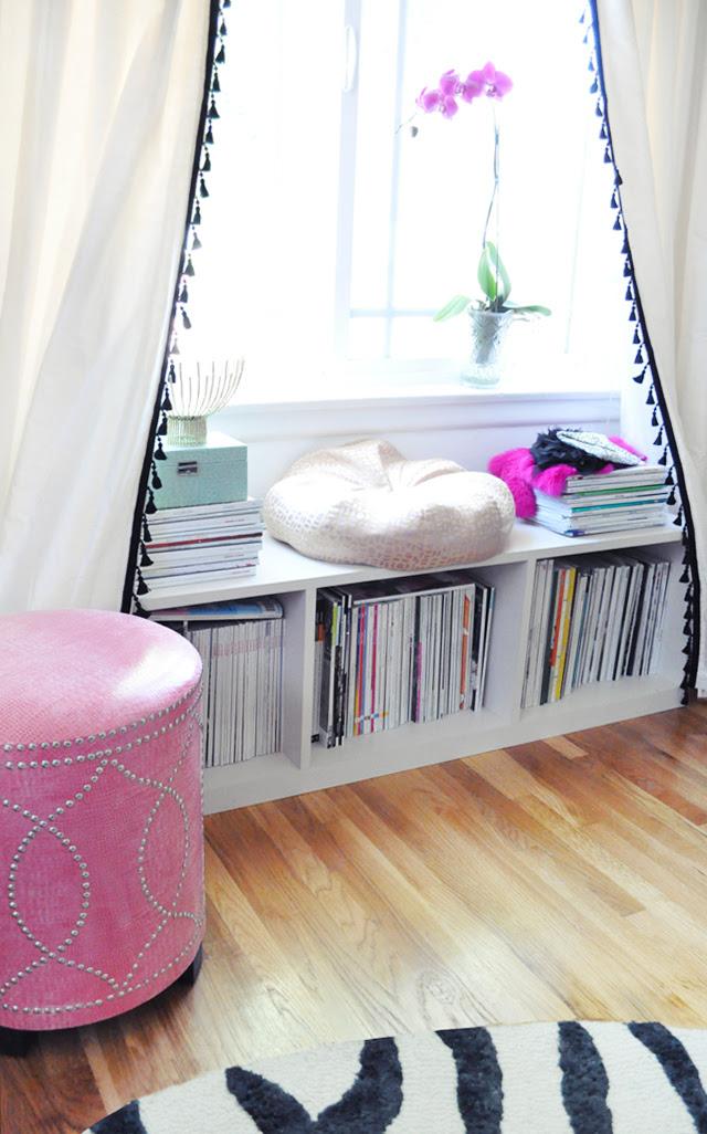 Püsküllü Ofis kuytu + pencere + perdeleri + raflardan tezgah