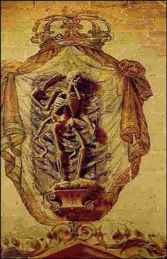 Detalle de la portada de la capilla. Esqueleto