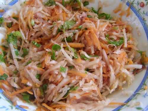 carrot daikon kohlrabi rocket salad