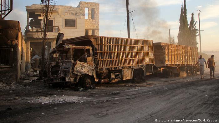 Einer der Lastwagen, die Hilfsgüter zu notleidenden Menschen bringen sollten (Foto: picture alliance/newscom/O. H. Kadour)