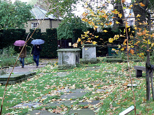 graveyard lambeth church.jpg