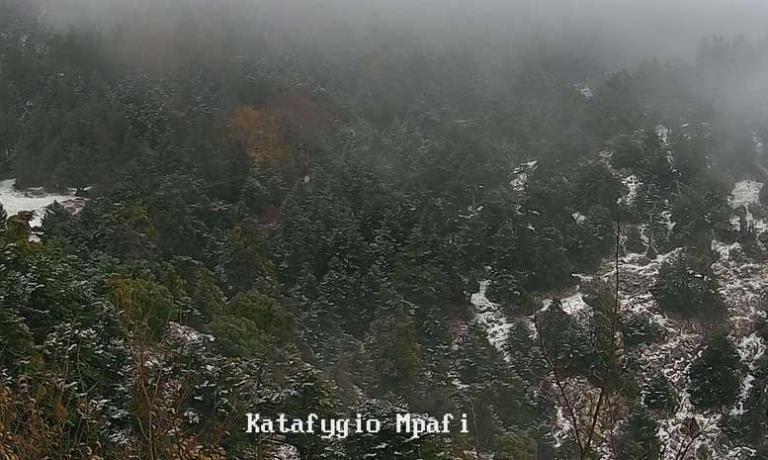 Καιρός: Ο χειμώνας είναι εδώ – Χιονίζει στην Πάρνηθα [pics] | Newsit.gr