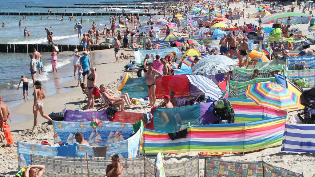 Separadores de espaço na praia, uma tradição polonesa 16