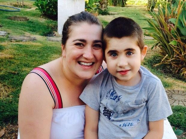 Priscila Inocente mora em Curitiba e é mãe de Miguel, que tem seis anos (Foto: Arquivo Pessoal)