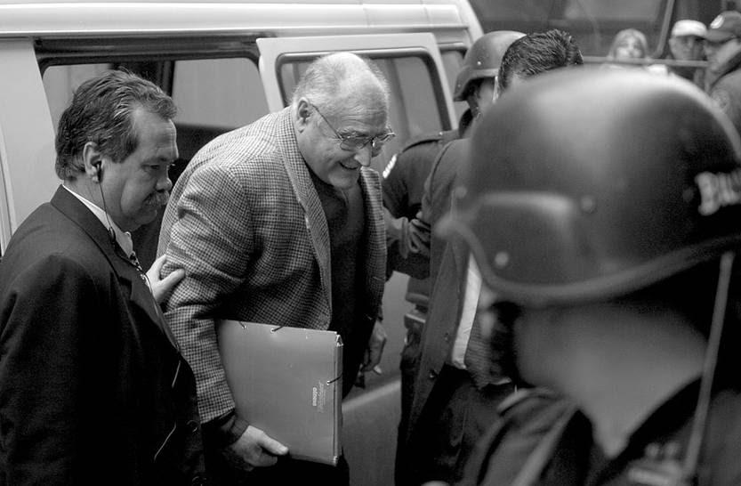 José Gavazzo ingresa al juzgado de la calle Misiones. Foto: Iván Franco (archivo, agosto de 2006)