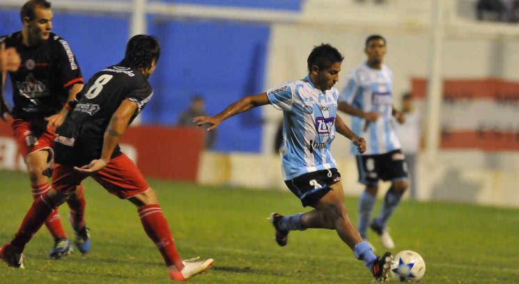 Racing y Alumni jugaron un partido clave por la permanencia (Foto: Javier Cortez).