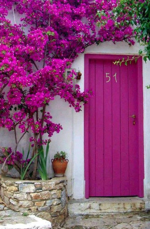 bright pink doorway in Greece // color crush