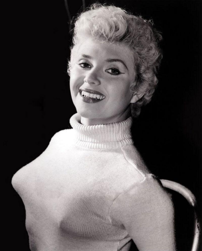 A história das Sweater Girls e os sutiãs-torpedo 46
