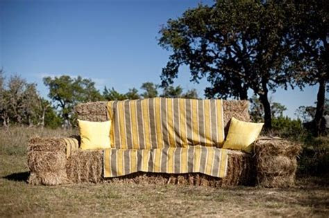 Best 25  Hay bale couch ideas on Pinterest   Straw bales