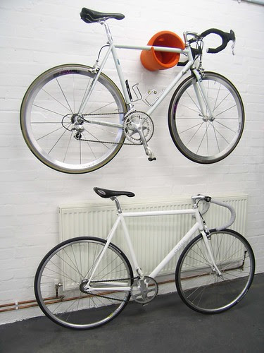 5245 WDYBT cycloc orange bike on wall