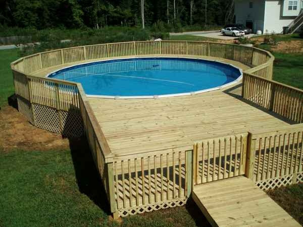 pool deck out of wooden pallets