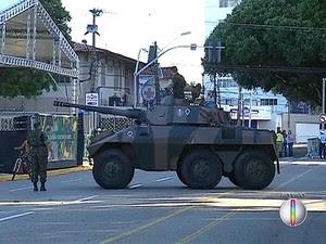 Tanque de guerra participou do desfile de sete de setembro  (Foto: Reprodução/Inter TV Cabugi)