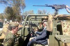 Demostraciones del Mando de Operaciones Especiales #MOE del Ejército de Tierra #JEME http://wp.me/p2n0XE-57j vía @juliansafety @segurpricat  A los mandos de uno de los vehículos