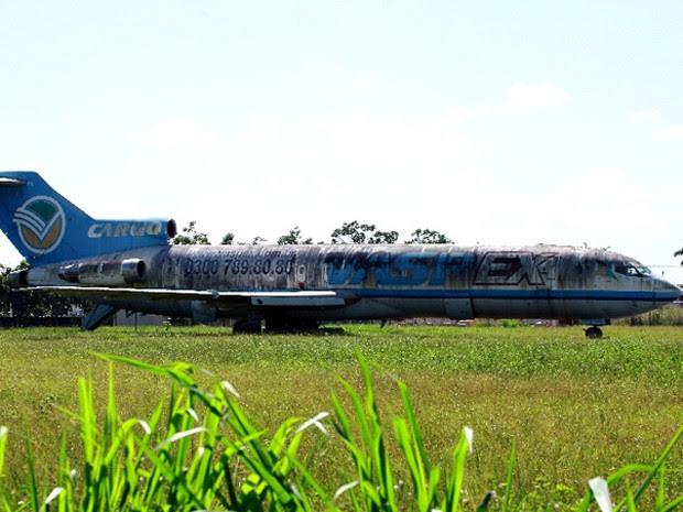 Leiloada, avião da Vasp continua no Aeroporto de São Luís (Foto: Biné Morais / O Estado)