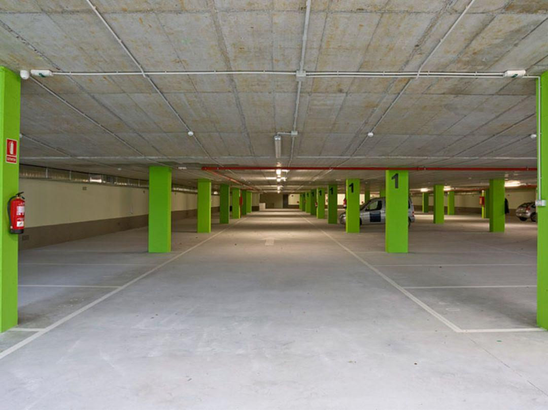 Plazas del aparcamiento subterráneo de El Pinar.