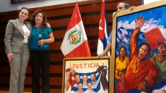 La embajadora de Cuba en Perú, Juana Martínez, y Fanny Palacios.