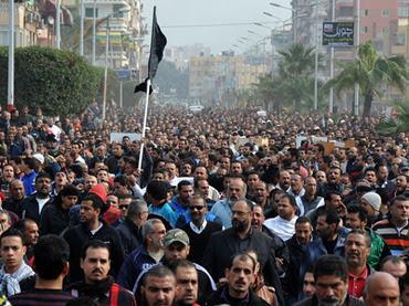 Egyptian mourners march in the canal city of Port Said on January 28, 2013 during the funeral of six people killed in clashes the day before, triggered by death sentences on supporters of a local football team (AFP Photo / STR)
