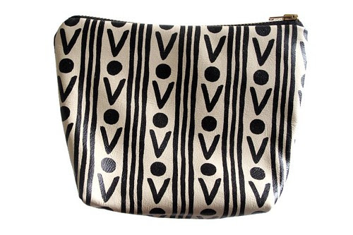 POUCH_-_IVORY_WITH_BLACK_RUG
