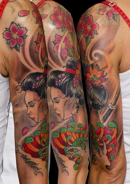 Geisha Tatuaje Japonés Color Hombro Hasta Codo Chica Flores Cerezo