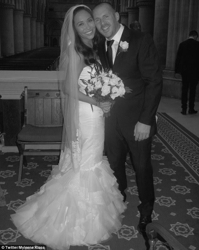 """""""Eu não sabia sonhar"""": Myleene Klass tuitou uma foto do vestido que ela usou para se casar Graham Quinn"""