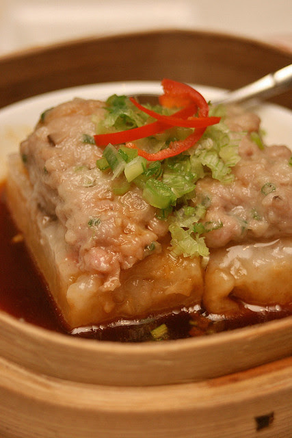 Steamed radish cake stuffed with minced pork and dried shrimps