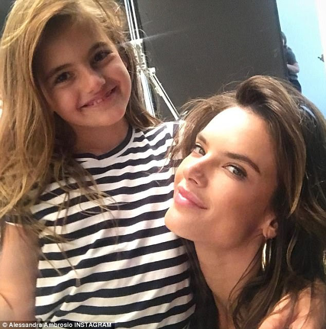 Sua alegria: & nbsp; A estrela de 36 anos também compartilhou uma foto doce com a minha mininha filha Anja, com oito e oito anos, que ela teve com o parceiro Jamie Mazur