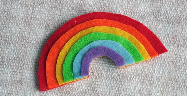 Rainbow Crafts: Layered Felt Rainbow Magnet