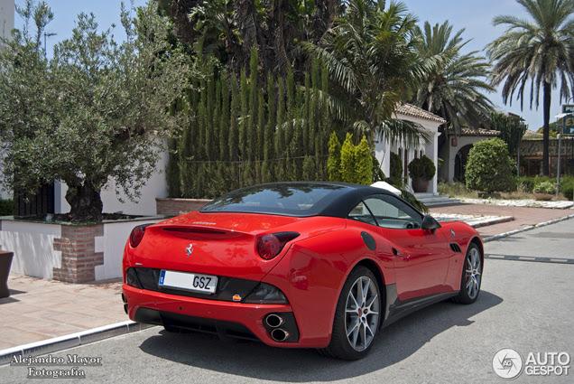 Ferrari California rossa-nera brilla al sole!